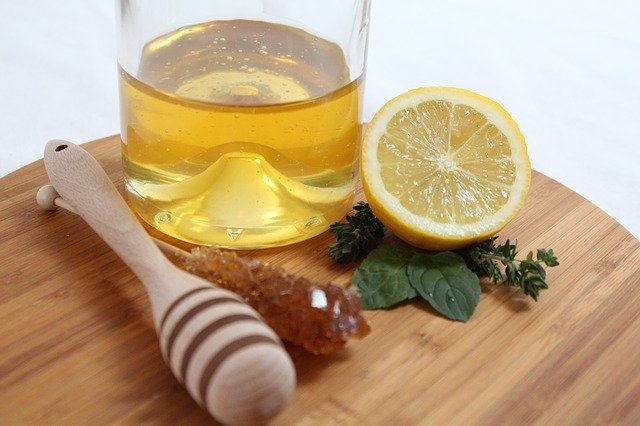 honey and lemon for remove stains on skin